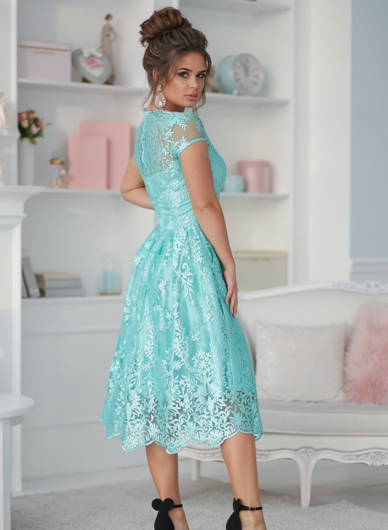 Кружевное платье-миди